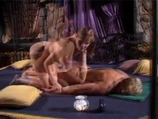 porno-video-tolpa-konchaet-v-devushku